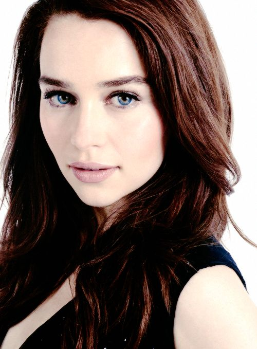 Emilia Clarke is so beautiful she hurts mah eyes