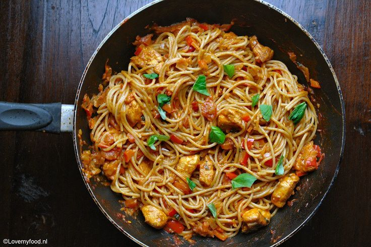 Pittige pasta met romige knoflooksaus en kip 1