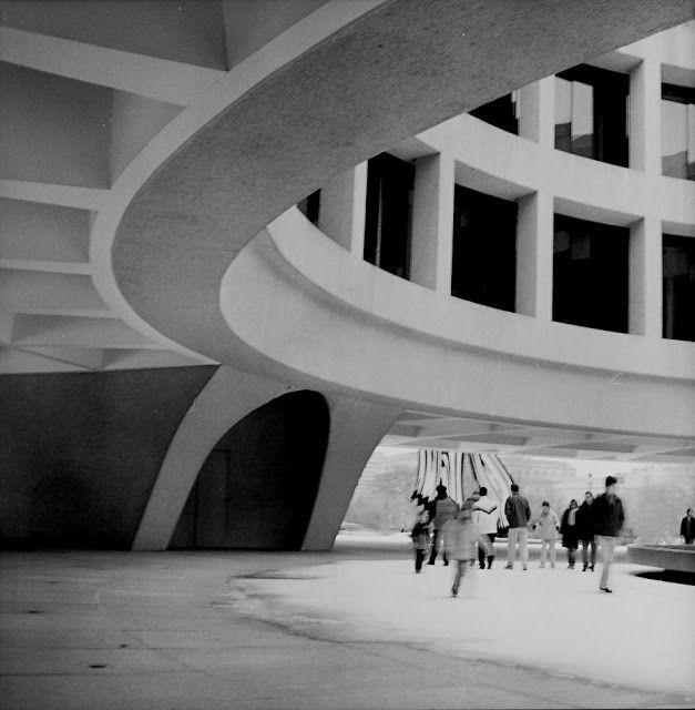 Gordon Bunshaft - SOM. Joseph H. Hirshhorn Museum and Sculpture Garden, Washington 1974 | ARScentre