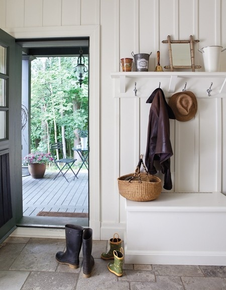 i love the detailing on the wall here. Basic bench and hooks. Lovely.