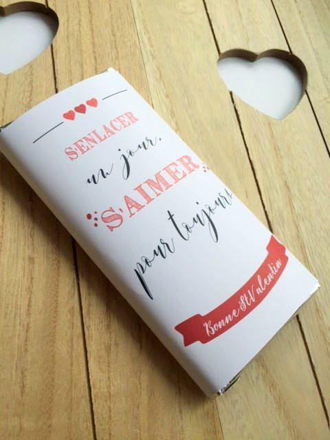 """TABLETTE CHOCOLAT PERSONNALISEE idée de cadeau saint valentin original """"s'enlacer un jour, s'aimer pour toujours"""" par carnetmauve sur Etsy https://www.etsy.com/fr/listing/576173004/tablette-chocolat-personnalisee-idee-de"""