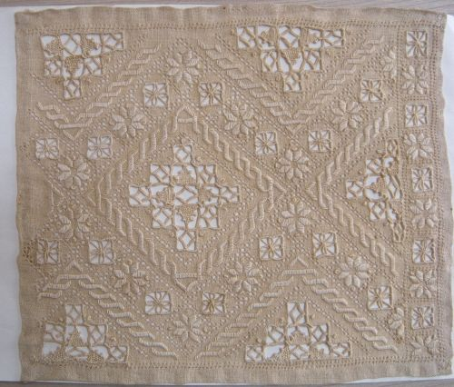 Campione di ricamo a punto antico.  1900-1925.  Visit this site for Hundreds of examples of Italian lace.