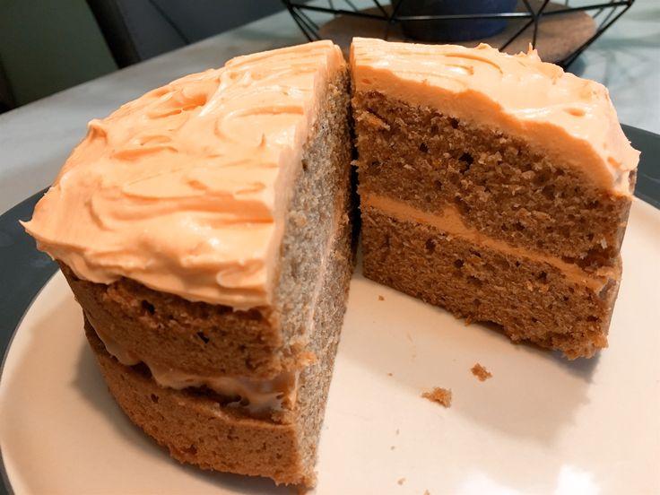 Nieuw recept: Pompoentaart: Pompoentaart, het klinkt vreemd maar is ontzettend lekker en is eigenlijk te vergelijken met worteltaart. Ideaal om klaar te maken in het najaar, rond de feestdagen of met halloween. We gebruiken gepureerde pompoen om de frosting van roomkaas een oranje kleur te geven, uiteraard kun je ook eetbare oranje kleurstof gebruiken. http://wessalicious.com/pompoentaart/