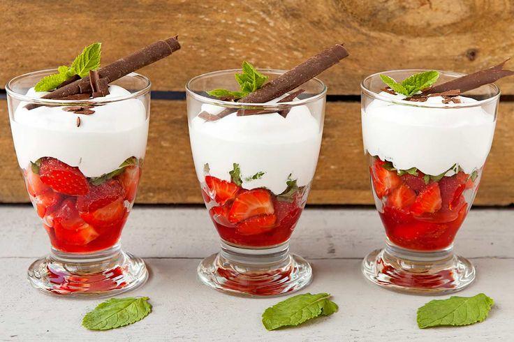In de kijker: Aardbeien met romige Amaretto-munt crème