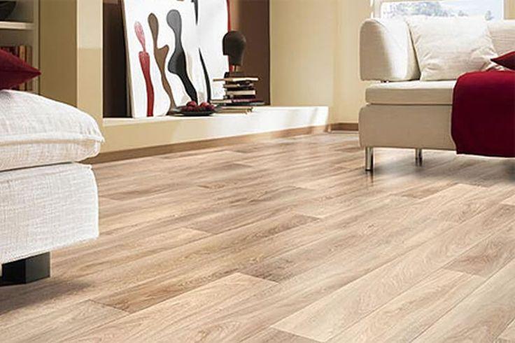 Piso de sala de estar laminado, imitando madeira clara