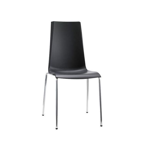 Sedie nere moderne modello Mannequin. Disponibili altri colori. Sedie moderne di SCAB DESIGN per casa, cucina, soggiorno, ufficio, sala d'attesa, sala conferenze,  bar, ristorante, pub, pizzeria, gelateria, pasticceria, negozio, albergo, discoteca al miglior rapporto prezzo – qualità. MANNEQUIN è una sedia impilabile con scocca in polipropilene rinforzato con fibra di vetro e struttura a 4 gambe in tubo d'acciaio cromato di SCAB DESIGN.
