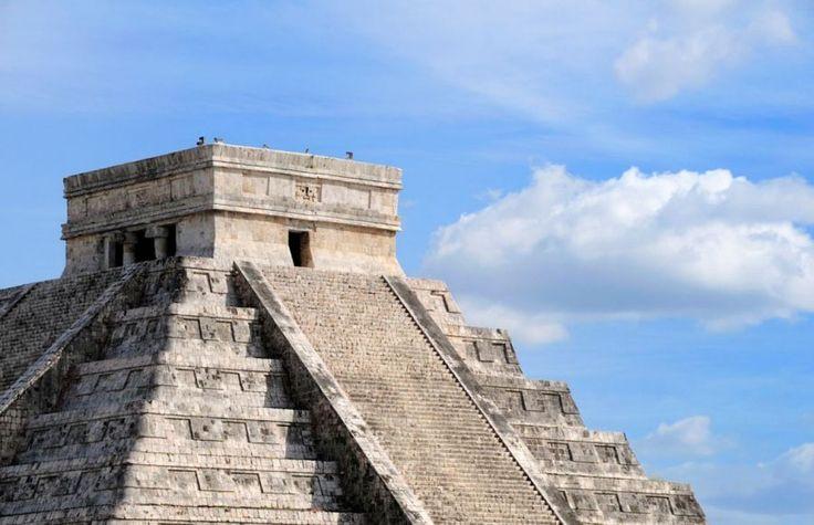 Chitchen-Itza with a full shine of light. #Mexico| Picfari.com