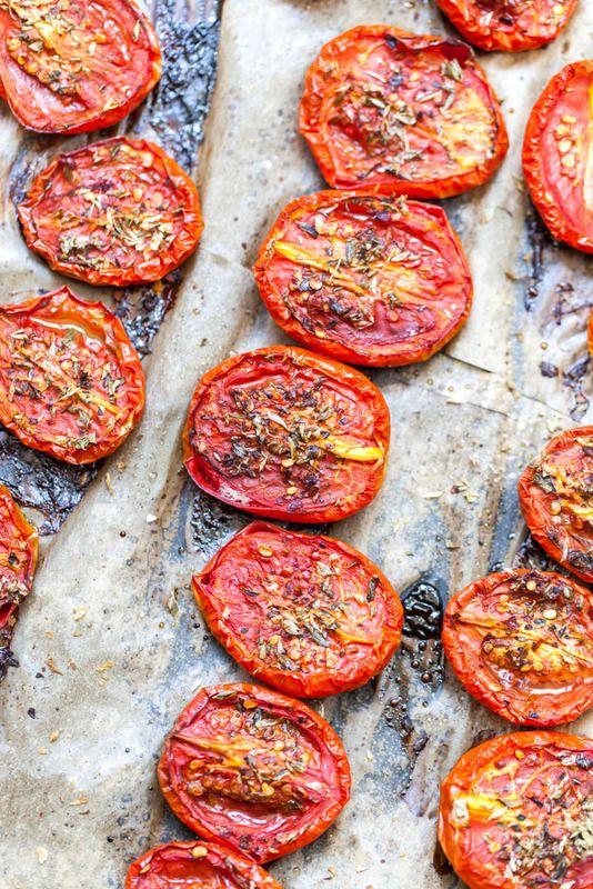 Pieczone, czerwone pomidory