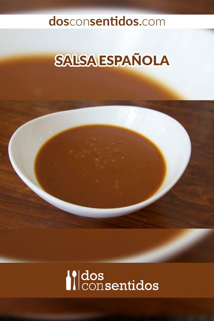 La salsa española, llamada también salsa café u oscura, es una de las salsas madres de la cocina francesa y se usa para acompañar carnes rojas o como base para otras salsas. La salsa se hace con un caldo de res oscuro o de ave, y se liga o espesa con un roux oscuro. El roux es una preparación francesa, y se hace con una grasa, como mantequilla o aceite y harina, y se usa para espesar sopas  y salsas; el roux tiene tres puntos distintos de cocción que le dan un color característico...