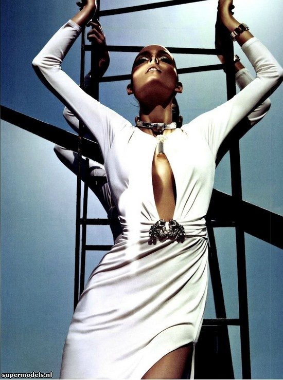 Zuzanna Bijoch in 'Narcisse' - Photographed by Sebastian Kim (Numéro #133 May 2012)    Complete shoot after the click...