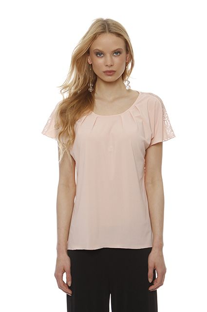 Shirt jersey asymmetrical pleated neckline and lace back pleasant and direct contact with the body.It is particularly convenient for large sizes because the arm is covered by Zaponis sleeve shirt