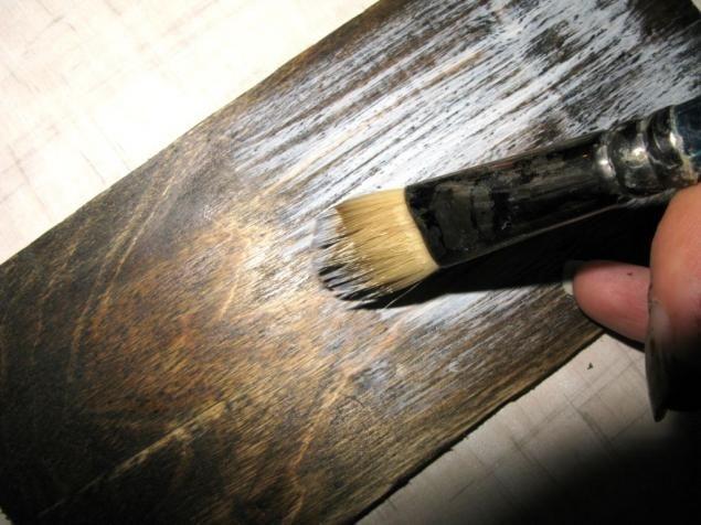 МК - состаренный фон под вживление лазерной распечатки. Материалы: Лазерная распечатка (только лазерная!!!! Чёрно-белая или цветная). Заготовка (фанерная или дерево). Морилка, неводная «Морёный дуб». Акрил. «Слоновая кость», производитель Таир, серия «Де люкс». Кисть широкая, щетина, мягкая. Лак, акриловый матовый или полуматовый. Я использовала Ясса, полуматовый. Резиновый валик.