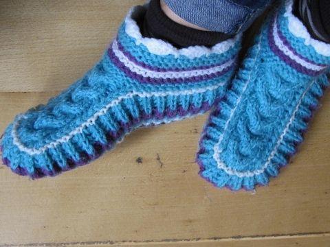 Schicke Puschen/ Socken mit Zopfmuster auf 2 Nadeln stricken - YouTube