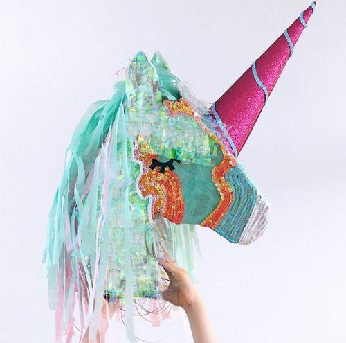 Voici comment réaliser une piñata licorne.