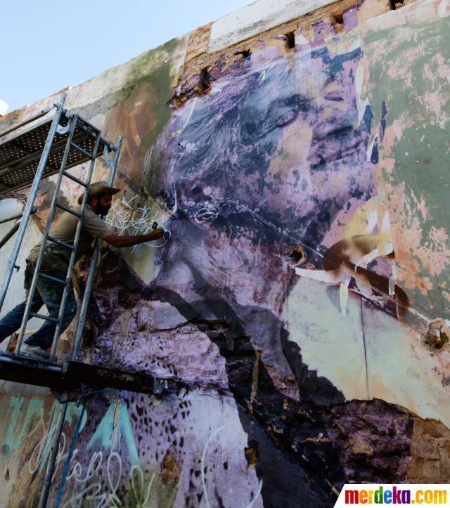 Pameran Biennale, menampilkan seni visual dari para pelukis kontemporer yang ditujukan kepada publik dan pecinta seni.