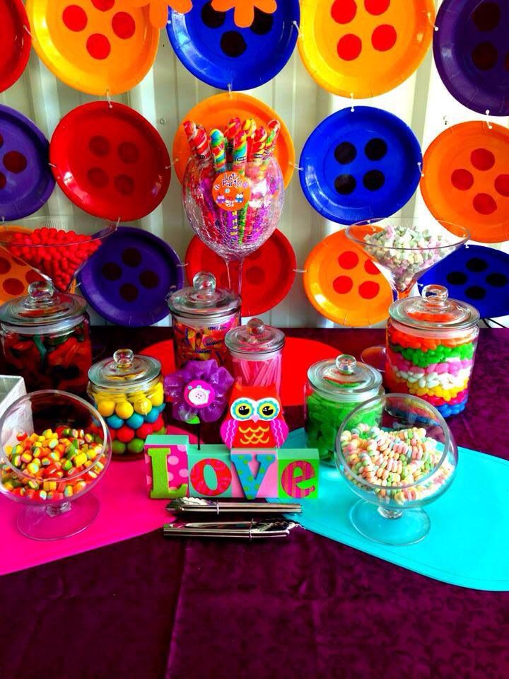 Giggle and hoot candy buffet