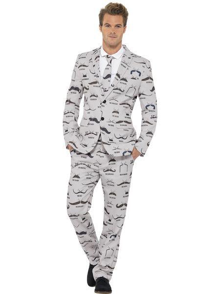 Miesten puku, viiksikuviointi. Puku on laadukas ja taatusti erilainen vaihtoehto tavallisen puvun sijaan. Sen lisäksi, että tämä päällä voi juhlia naamiaisbileissä, se käy vallan mainiosti myös virallisempii tilaisuuksiin. Kaikki on kiinni kantajansa rohkeudesta, haluatko sinä olla erilainen kuin muut? Sisältää: - takki - housut - kravatti