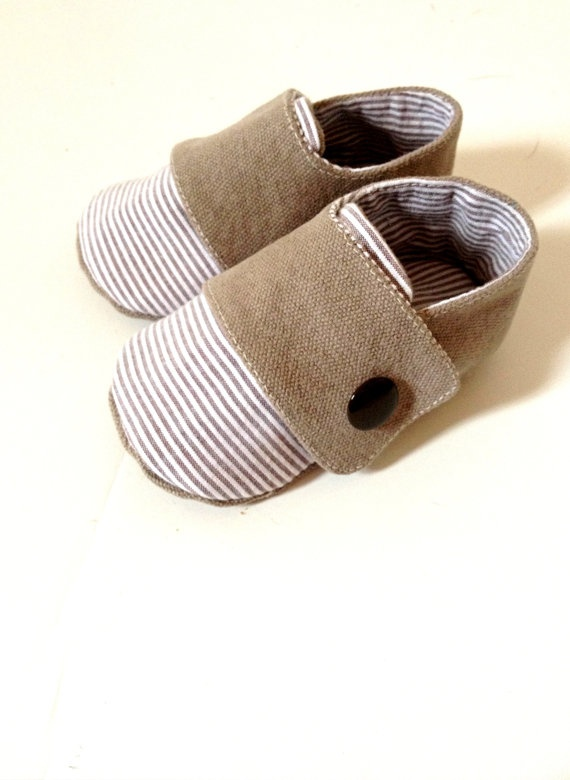 Mamá dice que luzco muy bien con estos zapatos. Ella todo lo aprende en la Escuela Huggies: http://www.escuelahuggies.com/home.aspx
