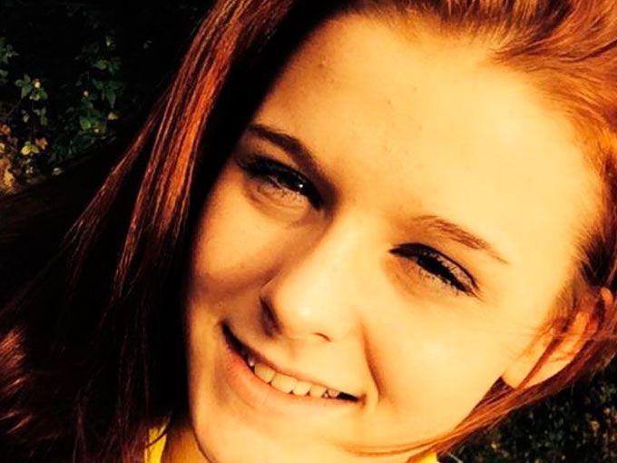 """Jess Fairclough, del Reino Unido, tenía sólo 18 años cuando se le diagnosticó un tipo de cáncer poco común contra el que estuvo luchando por meses. Pese a los esfuerzos, la enfermedad avanzó hasta quedar con pocos días de vida.Antes de morir, esta chica se dedicó a escribir la guía de la felicidad y te la queremos compartir para que vivas con plenitud.""""El secreto de la vida"""" y cosas que son importantes en este momento:1. Estar con la familia y los amigos"""