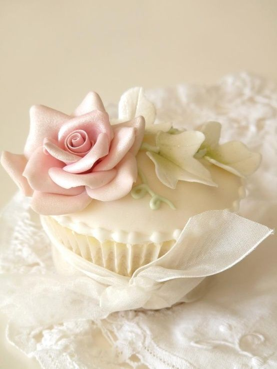 Lovely Cupcake  So pretty it almost doesn't look real. Pearl powder is so amazing. Takes blah to ahhhh...or ooooo????lol