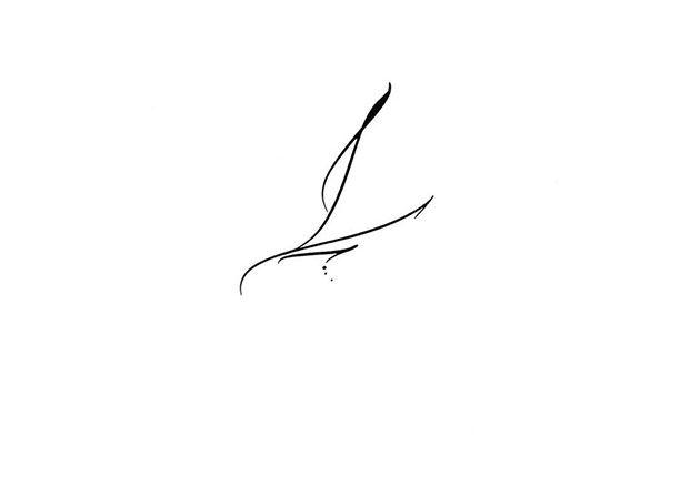 Calligraphie tatouage lettre L, calligraphie tatouage, calligraphie tatouages lettre, calligraphie tatouage lettre, calligraphie paris, calligraphe paris, tatouage lettre L, tatouage lettre, calligraphie latine tatouage, calligraphe tatouage, calligraphie ecriture fine