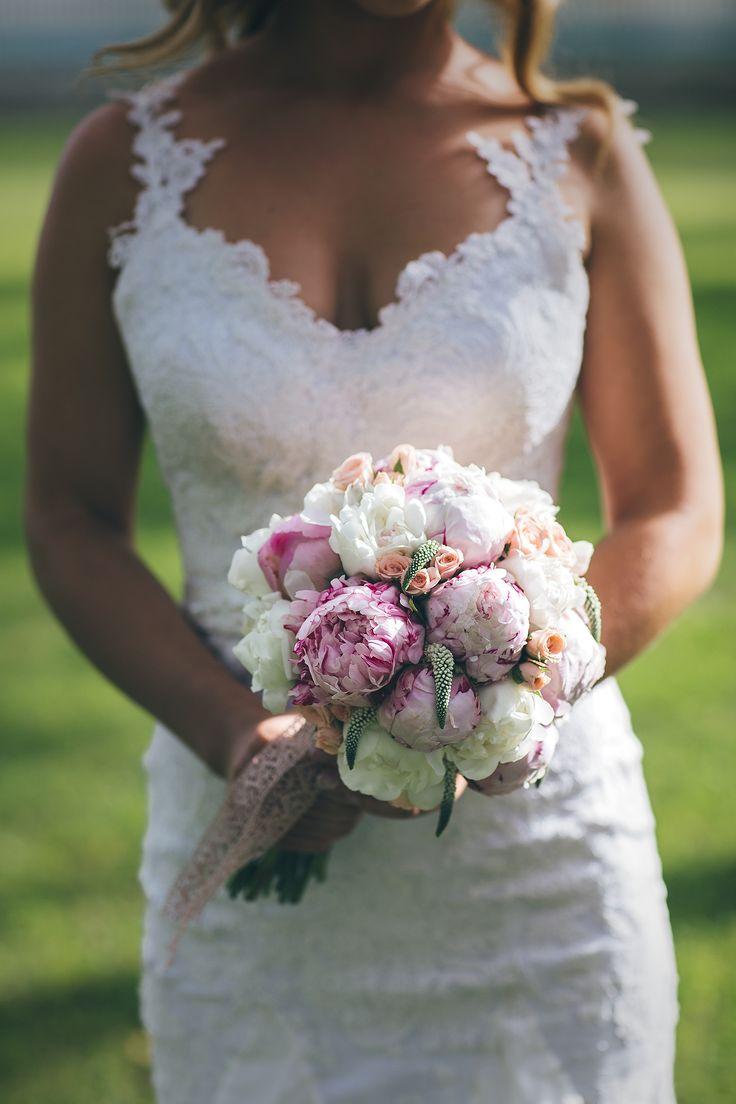 wedding bouquet, peonies bouquet, pink peonies, vintage wedding bouquet, Borbath Aron Photography, www.borbatharon.com,