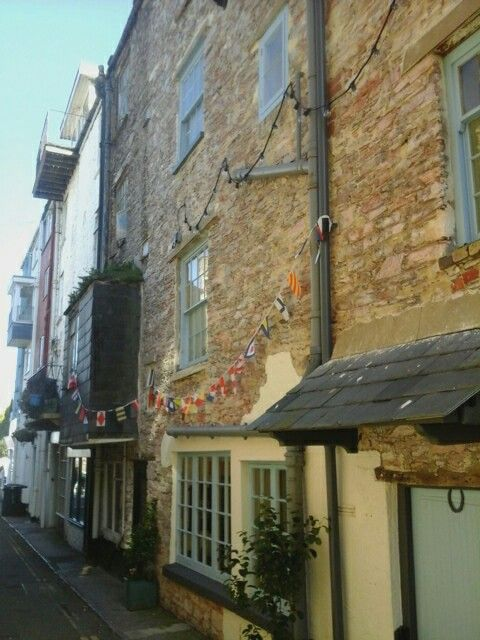 Lovely oldie woldie alley way in Brixham.