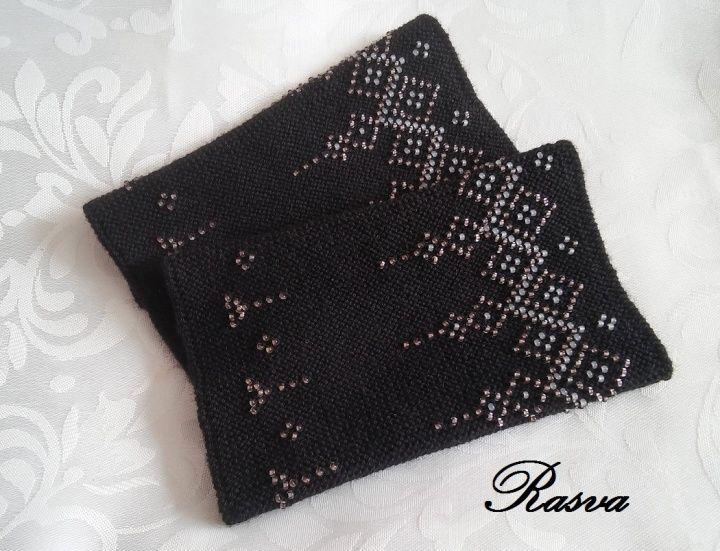 Lithuanian beaded wrist warmers/ Riešinės juodos 2