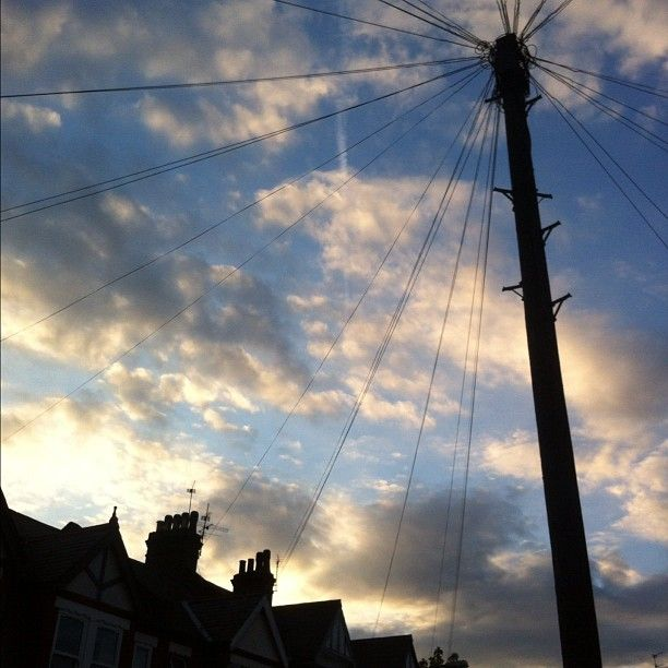 When we DO have sun, this is what the sunset looks like! #london #cometolondon www.easyworldlondon.com