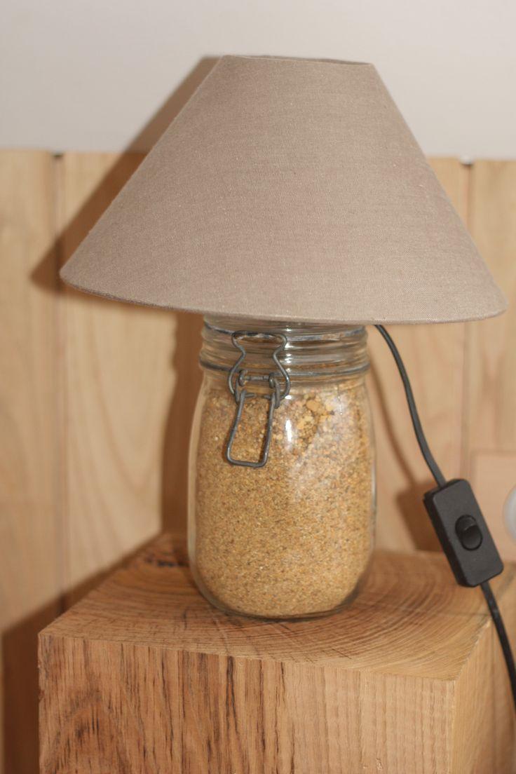 """Lampe DYE avec support de la célèbre marque de bocal """"Parfait"""" rempli de sable. Le plus compliqué : percer le couvercle..."""