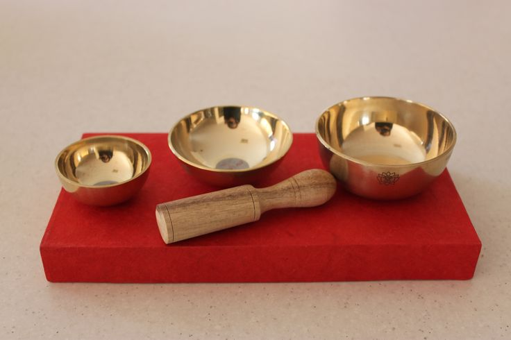 Tiny singing bowls to clear the head and mind. Have a lovely high overtone . Used in meditation sessions and individual sessions. www.thepeacefulheart.com.au