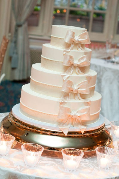 Very similar to the cake we ordered from Martine's in Lexington, KY!