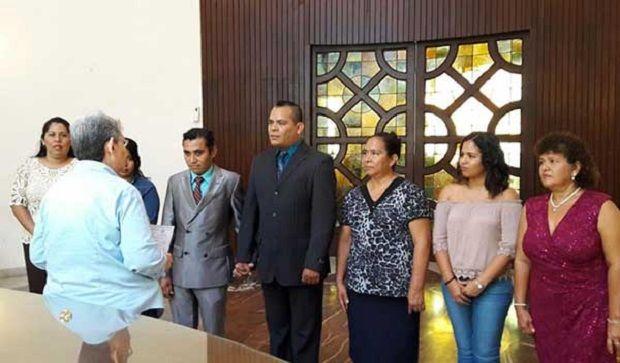 Se casa pareja gay en el puerto de Veracruz; van 18 matrimonios igualitarios vía amparo - http://www.esnoticiaveracruz.com/se-casa-pareja-gay-en-el-puerto-de-veracruz-van-18-matrimonios-igualitarios-via-amparo/