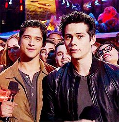 Tyler P and Dylan at the MTV Movie Awards - look at Dylans face and nod at the end lololol
