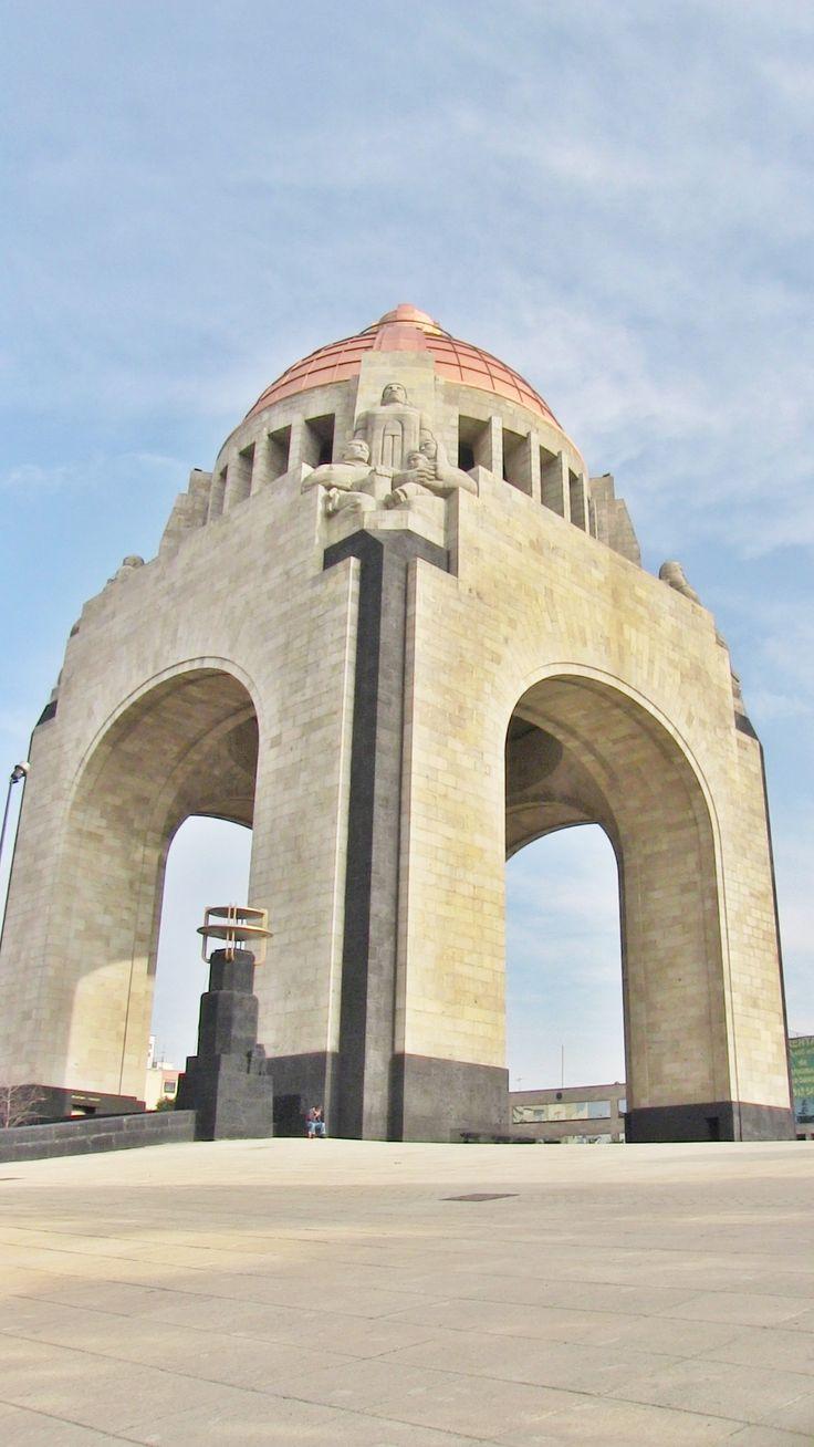 Monumento a la Revolución...