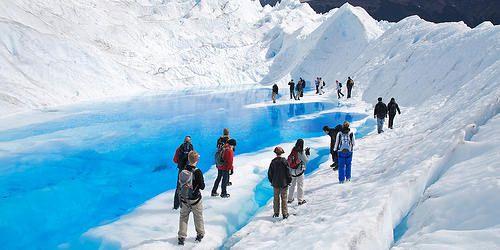 En el área del parque nacional se realizan las excursiones a los glaciares del Parque Nacional Los Glaciares, entre los que se destaca el Perito Moreno, la mayor atracción del mismo, el minitrekking sobre el mismo glaciar, la navegación por los canales del lago Argentino, visitando la Bahía Onelli y los inmensos glaciares Upsala, Spegazzini, Onelli, y Seco, entre otros. La intendencia del Parque Nacional se encuentra en la ciudad de El Calafate.