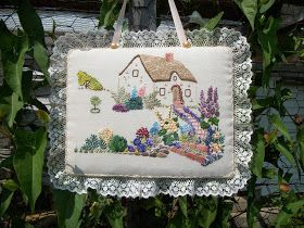 I made this embroidery using another wonderful vintage pattern provided by Flickr contributor Chez60, the same lady who provided the Crin...