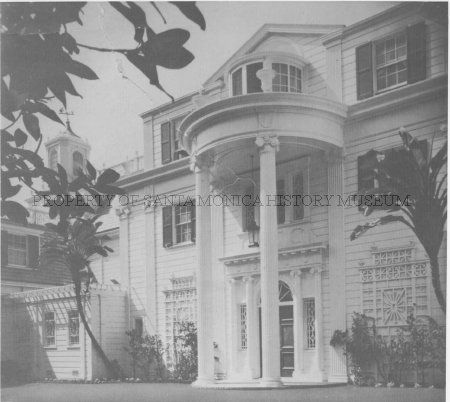 An entrance to the Marion Davies Estate, known as Oceanhouse, on the Gold Coast section of Palisades Beach Road and the Pacific Coast Highway in Santa Monica. It was built in 1926 by William Randolph Hearst. no date SMHM - http://santamonica.pastperfect-online.com/34811cgi/mweb.exe?request=image&hex=362927.JPG