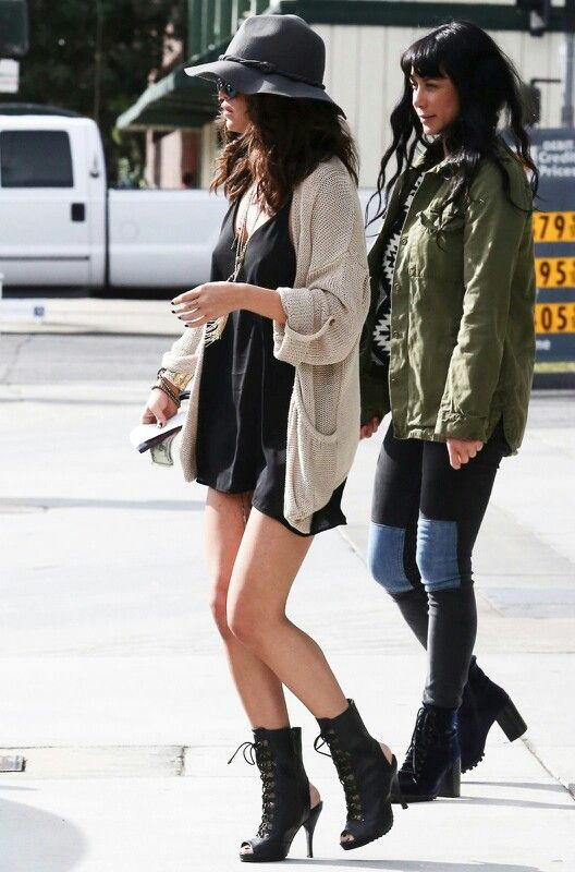 I like Selena's simple black dress paired with the big cardigan and necklaces. So cute but I wouldn't wear a hat, my head is too big for most hats.