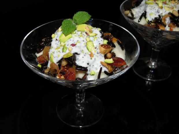 Салат из дикого риса с сухофруктами