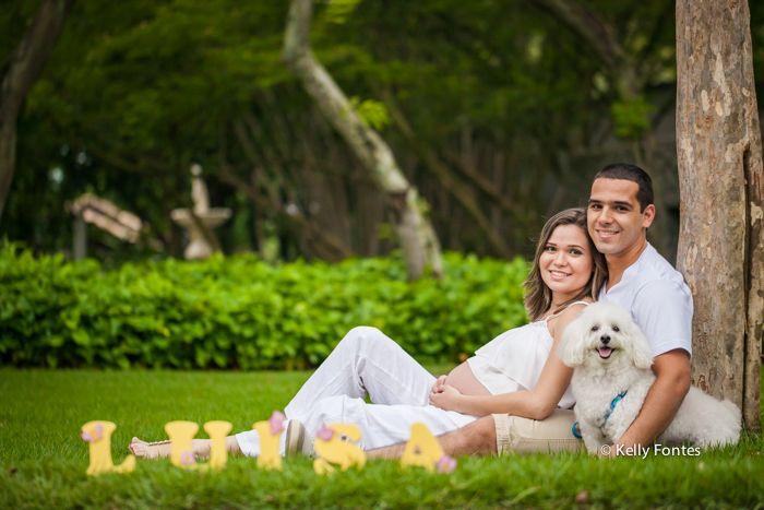 book gestante rj pais deitados na grama pet cachorro na peninsula barra da tijuca