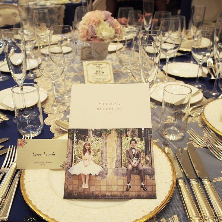 . 友人のプロフィールブックと席札を作らせてもらいました. 自分が作ったものをみんなが見てるとなんだか感慨深いです... . 今日京都へ帰ります! ご連絡いただいているかた、お返事は明日させてください(^_^) . #weddingstamp #papergoods #weddinginvite #weddinginvitation #wedding #paperitem #profilebook #nameplate #graphicdesign #ウェディングスタンプ #結婚式 #ペーパーアイテム #プロフィールブック #結婚準備 #プレ花嫁 #卒花嫁 #marry花嫁 #marry花嫁図鑑 #12月挙式 #ウェルカムボード