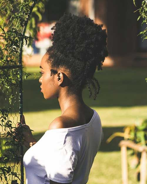 Peinados largos negros de las mujeres