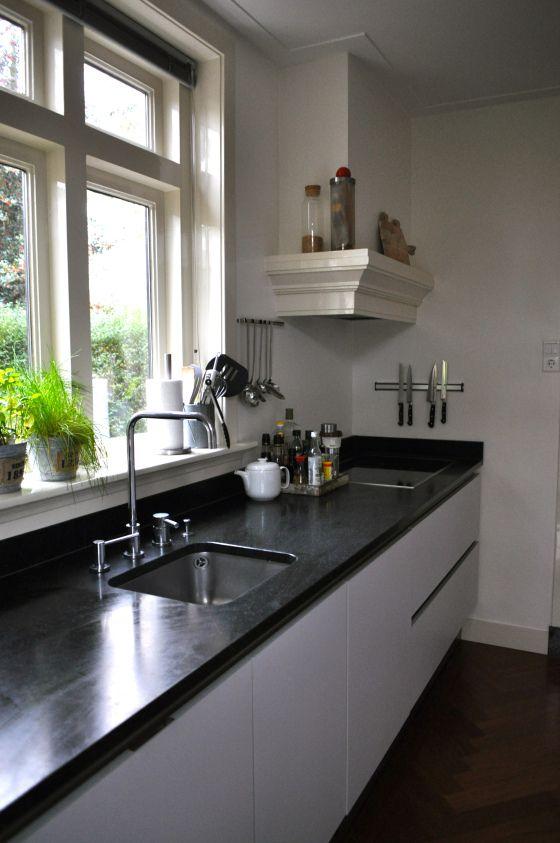 25 beste idee n over witte granieten keuken op pinterest gemoderniseerde keuken licht - Centrale eiland houten keuken ...