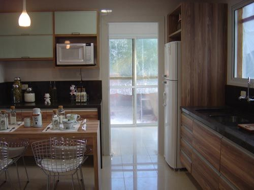 bertoia + madeira - 15 cozinhas projetadas por profissionais do CasaPRO - Casa