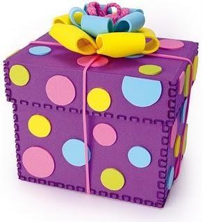 Caja de regalo decorada con Fomi