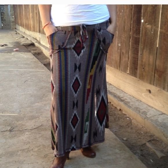 ❤️Aztec Maxi Skirt NWOT. This aztec design long maxi skirt is a perfect for your fall collection. Comes with a draw string / elastic waist and pockets. Size: medium. Material: 96% Polyester 4% Spandex. Length : approx 35 inches Skirts Maxi