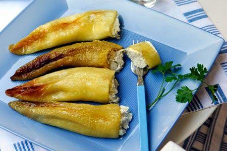 Η ΔΙΑΔΡΟΜΗ ®: Πιπεριές γεμιστές με καρύδια