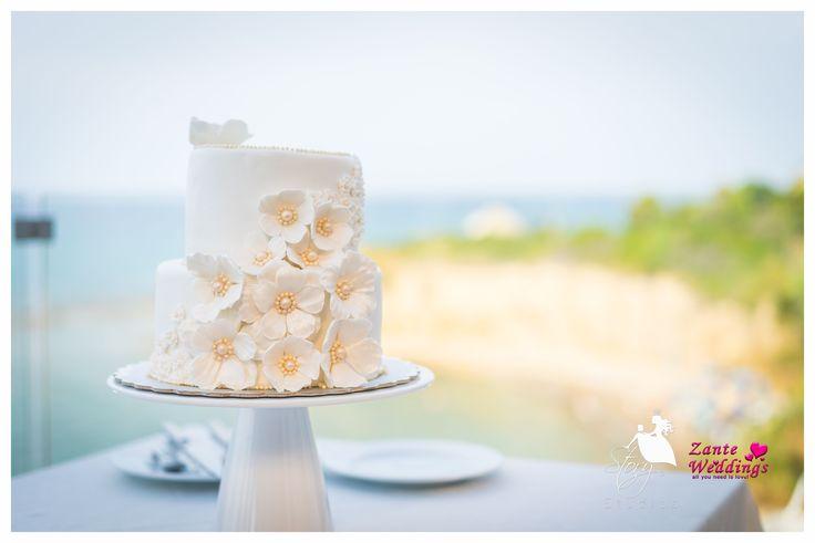 Tasty floral wedding cake!
