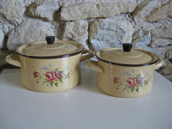 Check out this item in my Etsy shop https://www.etsy.com/uk/listing/511506899/french-enamel-cookware-2-beige-flowered
